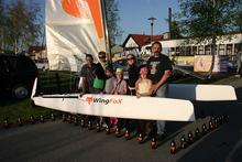 Chrzest katamarana WingFox, ekipa, od której wszystko się zaczęło, po prawej Maciej Kowalewski